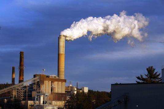 Une centrale à charbon à Merrimack Station dans la ville de Bow